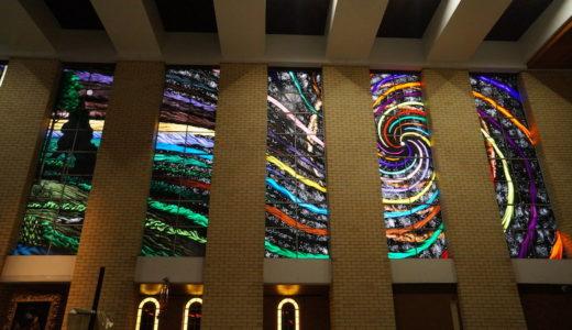 世界最大の物語ステンドグラス「聖モニカ大聖堂」はケアンズの必見スポットだ